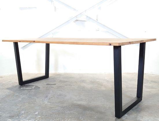ダイニングテーブル (トラぺゾイド)